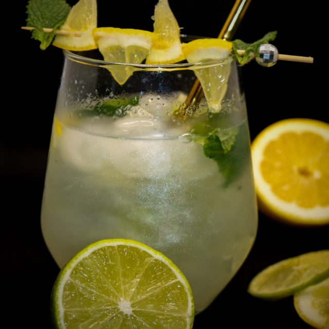 https://www.mirelys.eu/wp-content/uploads/2021/06/vodka-mojito-scintillant-mirelys-cocktail-640x640.jpg