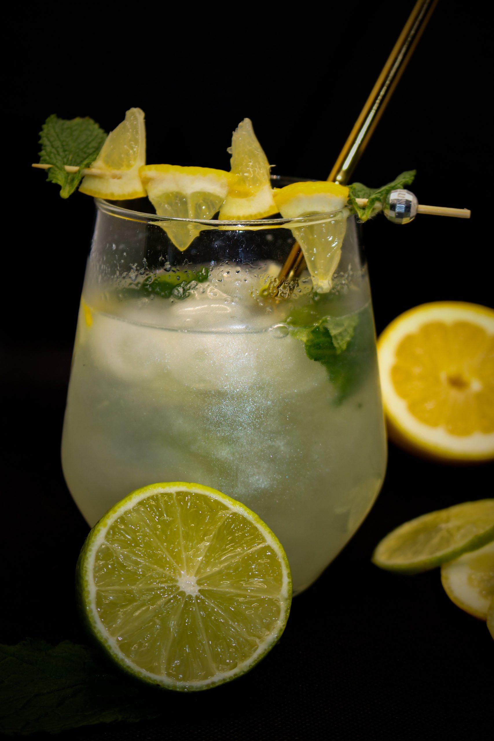 https://www.mirelys.eu/wp-content/uploads/2021/06/vodka-mojito-scintillant-mirelys-cocktail-scaled.jpg